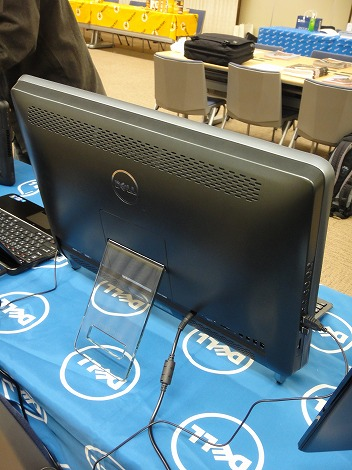 Inspiron One 2320背面