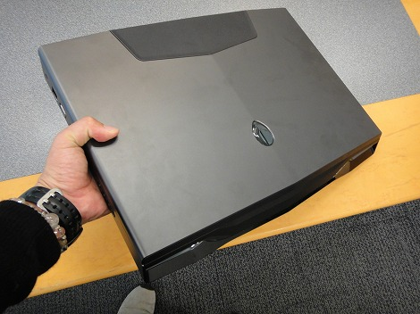 dell Alienware M18x持ったところ