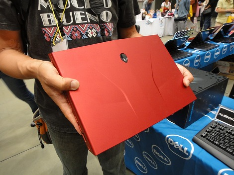 dell Alienware M14x持ったところ